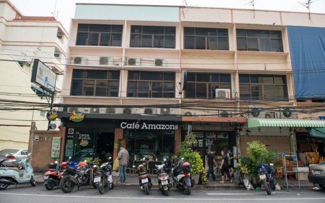 Zen Hostel Mahannop Бангкок вид на фасад