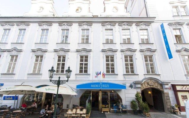 Отель Modra ruze Чехия, Прага - 10 отзывов об отеле, цены и фото номеров - забронировать отель Modra ruze онлайн вид на фасад