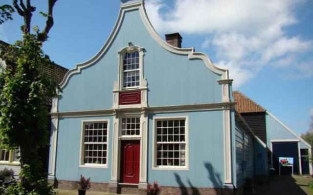 Отель B&B in 't Hooi вид на фасад
