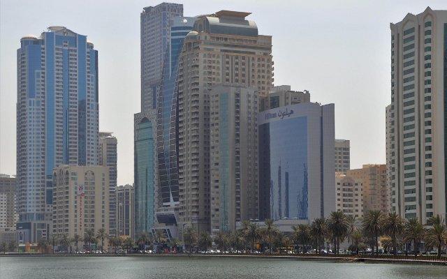 Отель Hilton Sharjah ОАЭ, Шарджа - 10 отзывов об отеле, цены и фото номеров - забронировать отель Hilton Sharjah онлайн вид на фасад