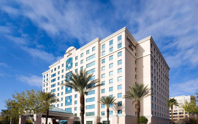 Отель Residence Inn by Marriott Las Vegas Hughes Center вид на фасад