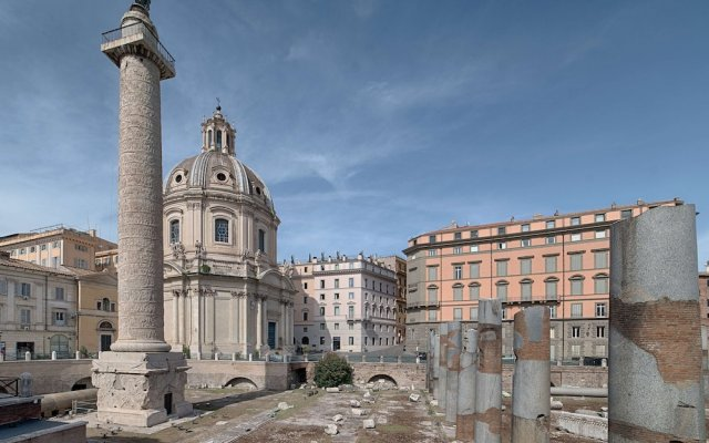 Отель Nh Collection Roma Fori Imperiali Рим вид на фасад