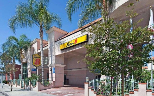 Отель Super 8 North Hollywood Лос-Анджелес вид на фасад