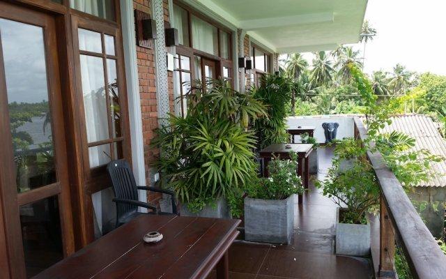 Отель Thumbelina Apartments Шри-Ланка, Бентота - отзывы, цены и фото номеров - забронировать отель Thumbelina Apartments онлайн балкон