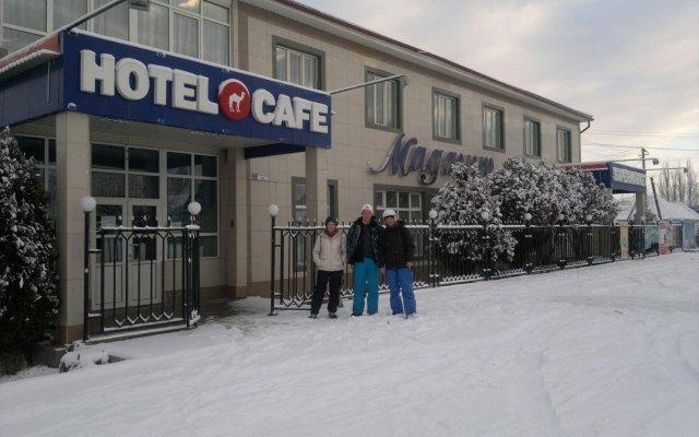 Отель Маданур Кыргызстан, Каракол - отзывы, цены и фото номеров - забронировать отель Маданур онлайн вид на фасад