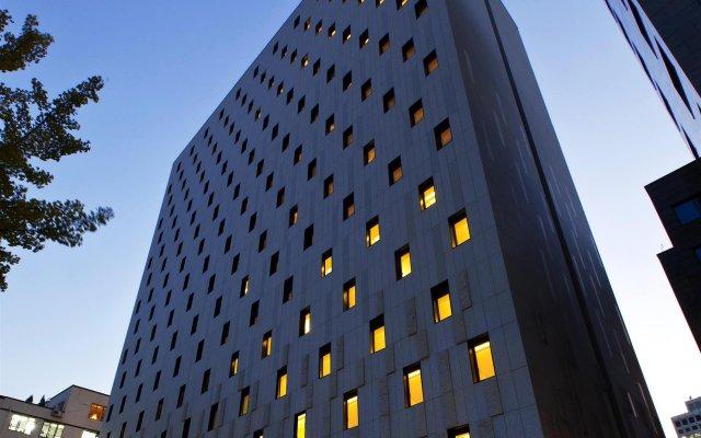 Отель Sotetsu Hotels The Splaisir Seoul Myeong-Dong вид на фасад