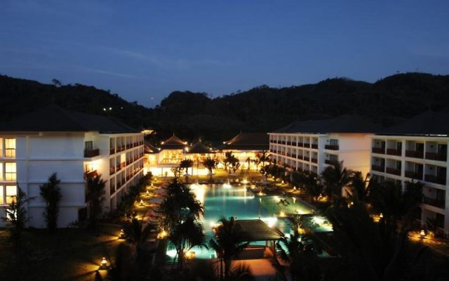 Отель Naithonburi Beach Resort Phuket вид на фасад