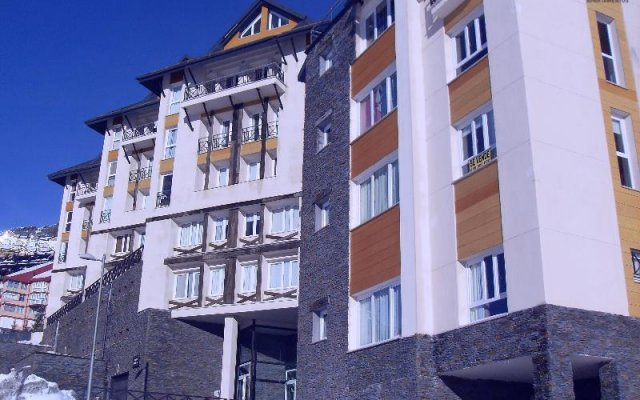 Отель Apartamentos Habitat Zona Alta вид на фасад