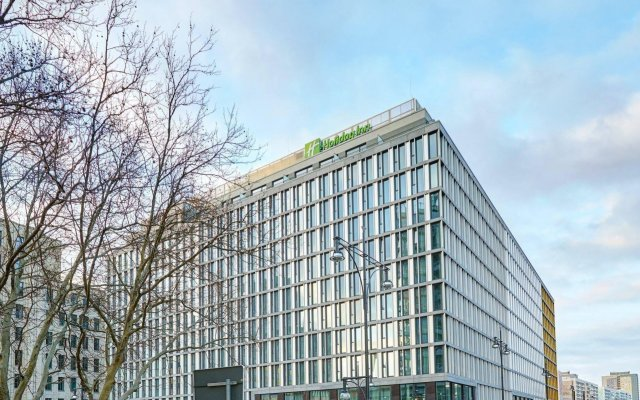 Отель Holiday Inn Berlin-Alexanderplatz вид на фасад