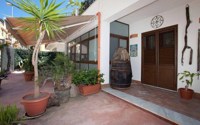 Отель Kunesias B&B Италия, Чинизи - отзывы, цены и фото номеров - забронировать отель Kunesias B&B онлайн вид на фасад