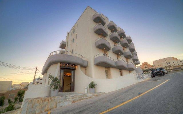 Ambassador Hotel вид на фасад
