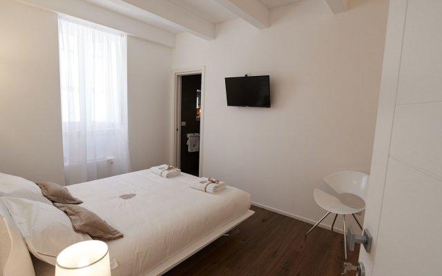 Отель Iulius Suite & spa Конверсано комната для гостей
