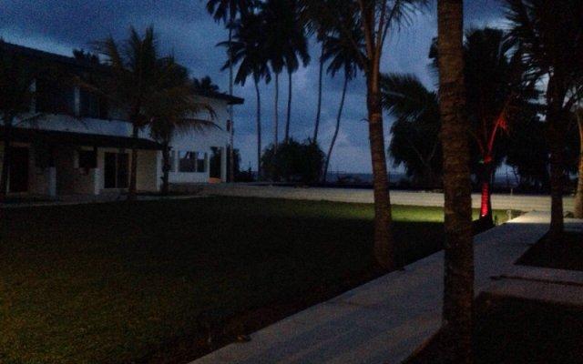 Отель Coco Royal Beach Resort Шри-Ланка, Ваддува - отзывы, цены и фото номеров - забронировать отель Coco Royal Beach Resort онлайн вид на фасад