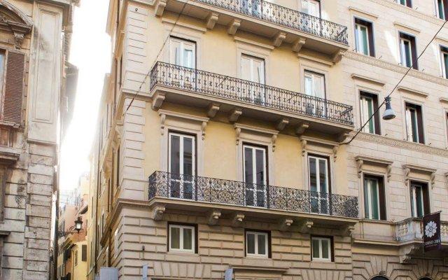 Отель Via Del Corso Home Рим вид на фасад