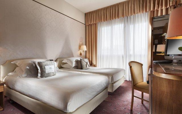 Отель Waldorf Suite Римини комната для гостей