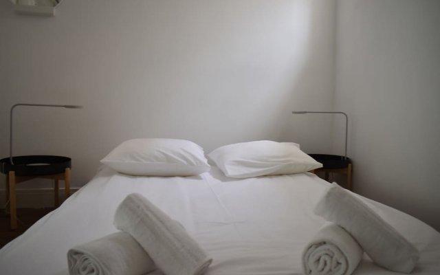 Отель 2 Bedroom Flat on Quai de Valmy комната для гостей
