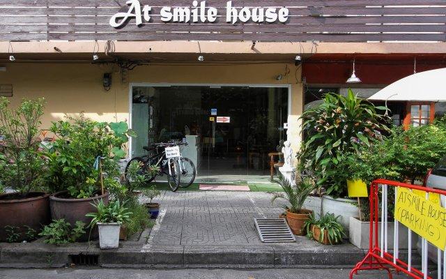 Отель At smile house вид на фасад