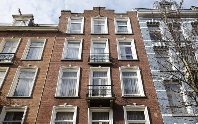 Отель DAmsterdam Leidsesquare Нидерланды, Амстердам - отзывы, цены и фото номеров - забронировать отель DAmsterdam Leidsesquare онлайн вид на фасад