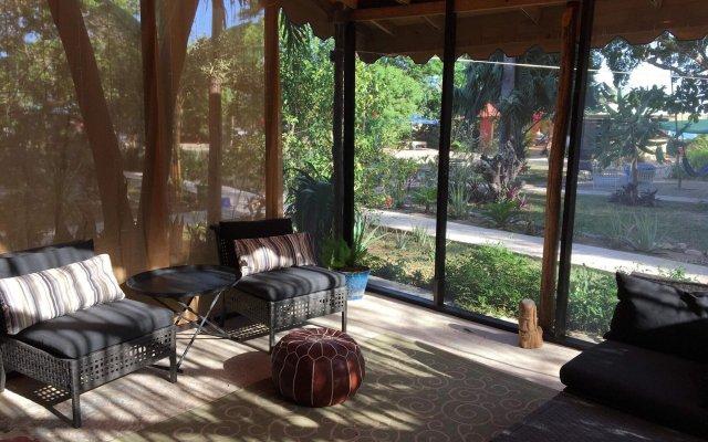 Отель Katamah Beachfront Resort Ямайка, Треже-Бич - отзывы, цены и фото номеров - забронировать отель Katamah Beachfront Resort онлайн вид на фасад