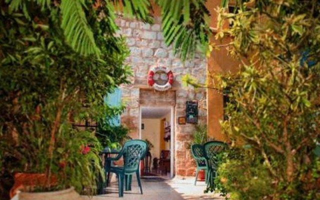 Port Inn - Hostel