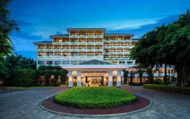 Отель Palm Beach Resort&Spa Sanya вид на фасад