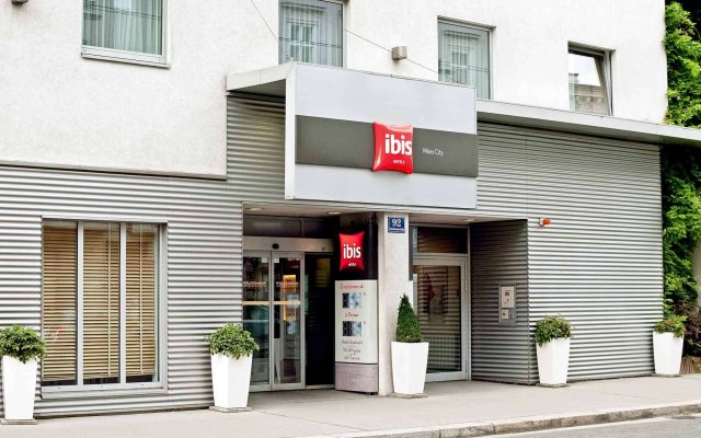 Отель ibis Wien City вид на фасад