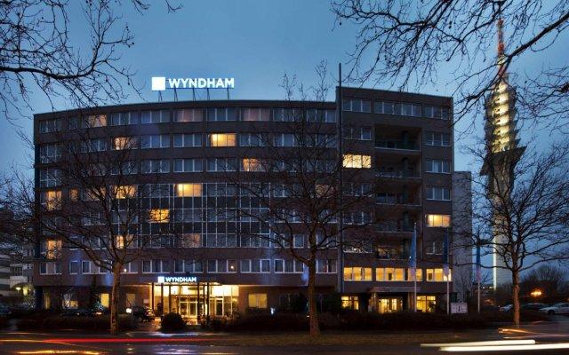 Отель Wyndham Hannover Atrium Германия, Ганновер - 1 отзыв об отеле, цены и фото номеров - забронировать отель Wyndham Hannover Atrium онлайн вид на фасад