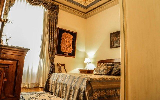 Апартаменты Luxury Apartments Piazza Signoria Флоренция комната для гостей