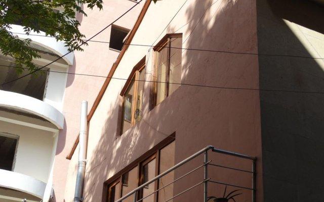 B1 Hostel Ереван вид на фасад