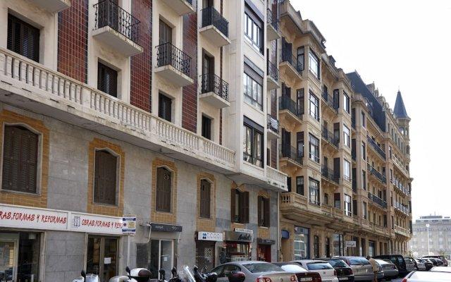 Апартаменты Moneo Apartment by FeelFree Rentals вид на фасад