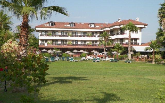 Hotel Club-E вид на фасад