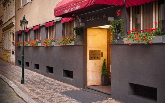 Отель Cloister Inn Прага вид на фасад