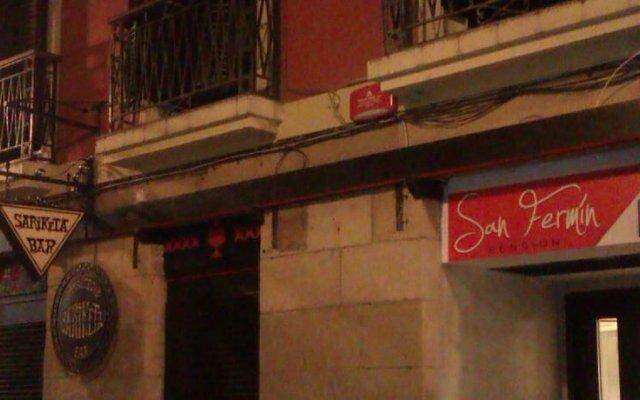 Отель Pensión San Fermín вид на фасад