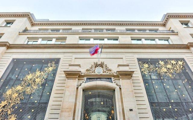 Отель Love Nest in Saint Germain вид на фасад
