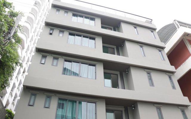 Отель College Haus Бангкок вид на фасад