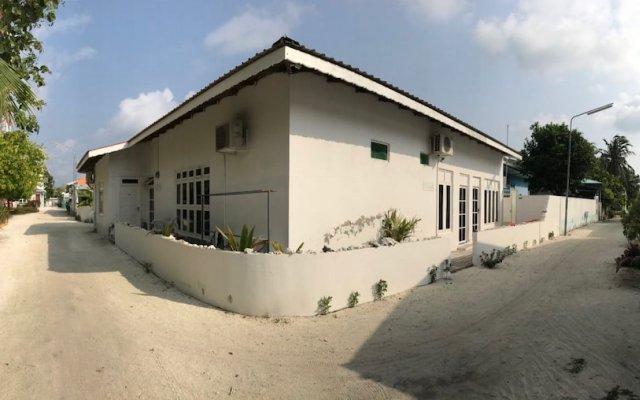 Отель Ocean Vibes Guesthouse Хураа вид на фасад