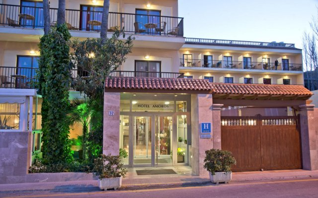 Отель Amoros вид на фасад