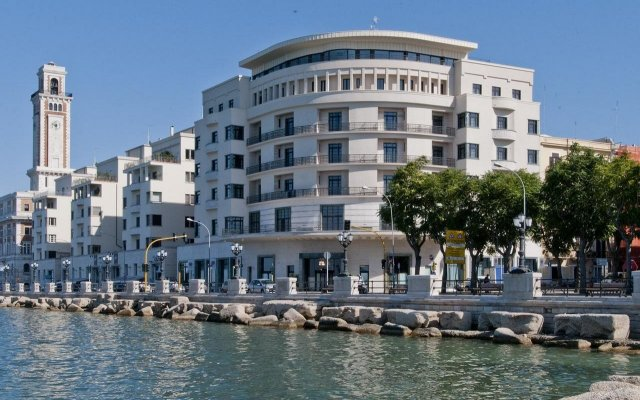 Отель Grande Albergo Delle Nazioni Бари вид на фасад