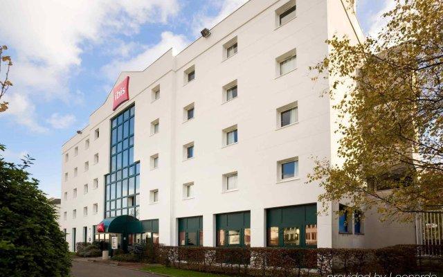 Отель ibis Le Bourget вид на фасад