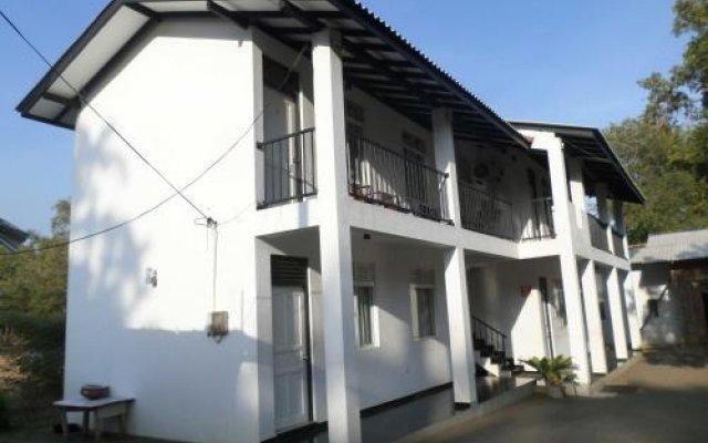Отель Romana Rest Шри-Ланка, Катарагама - отзывы, цены и фото номеров - забронировать отель Romana Rest онлайн вид на фасад
