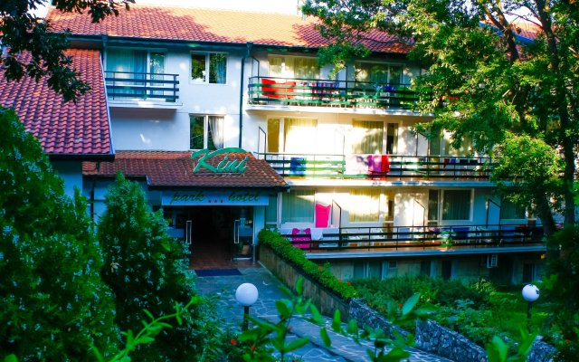 Kini Park Hotel All Inclusive вид на фасад