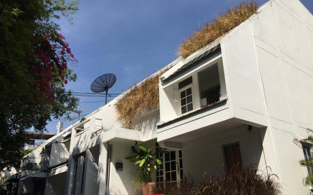 Отель Homestay Atom@Ekk3 вид на фасад