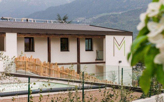 Отель Moar Lodge Лана вид на фасад