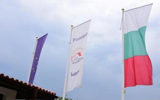 Отель Complex Praveshki Hanove Болгария, Правец - отзывы, цены и фото номеров - забронировать отель Complex Praveshki Hanove онлайн вид на фасад