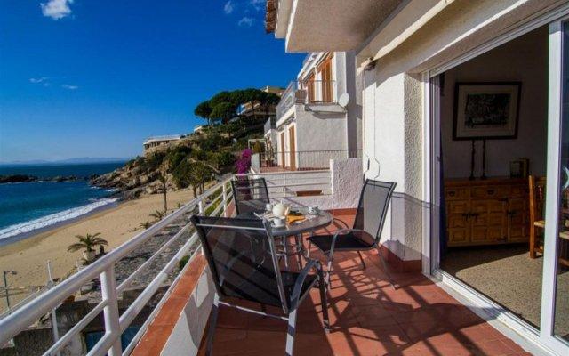 Отель Almadraba Playa 3000 Испания, Курорт Росес - отзывы, цены и фото номеров - забронировать отель Almadraba Playa 3000 онлайн балкон