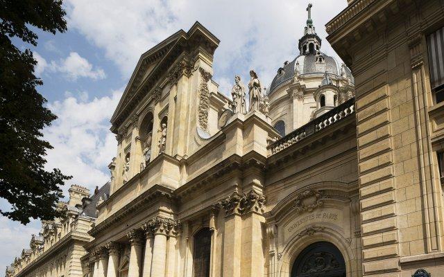 Отель Design Sorbonne Париж вид на фасад