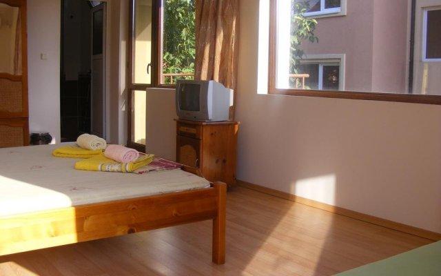 Отель Zora Guest House Бургас комната для гостей