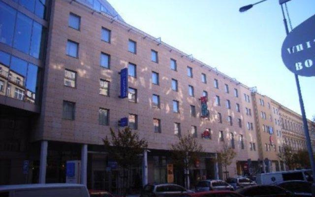 Отель Novotel Praha Wenceslas Square вид на фасад