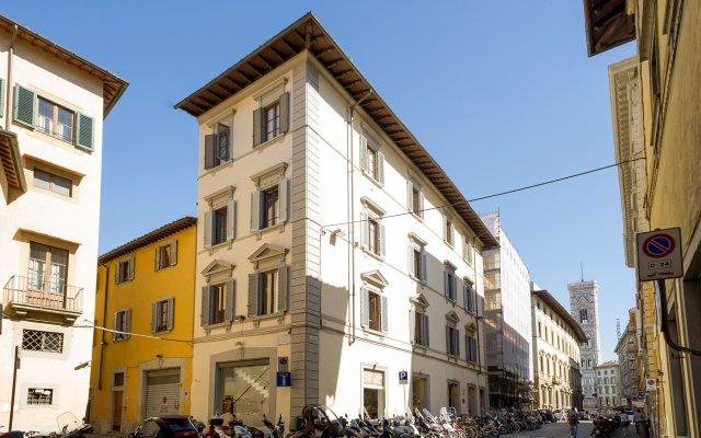 Отель Arnobio Florence Suites Италия, Флоренция - отзывы, цены и фото номеров - забронировать отель Arnobio Florence Suites онлайн вид на фасад
