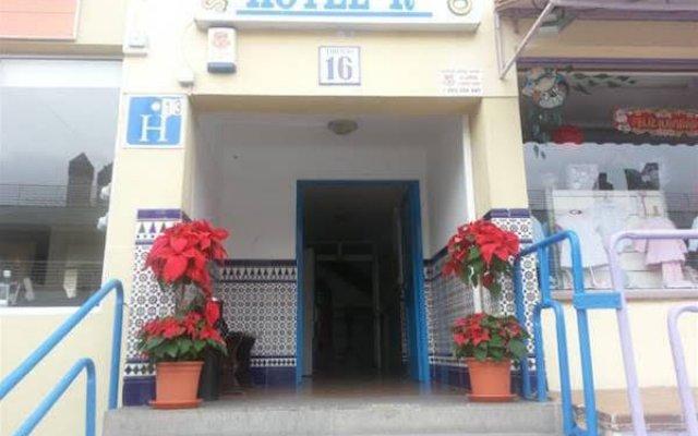 Отель Hostal Casa De Huéspedes San Fernando - Adults Only вид на фасад